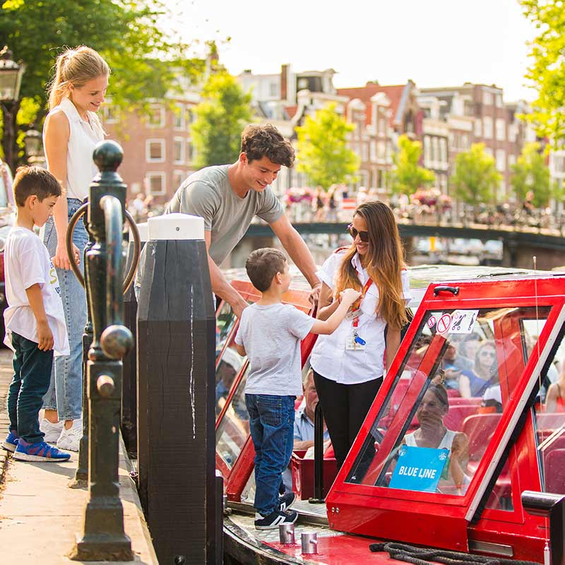 Hop on Hop off Bus + Boat 24 H. Family Ticket